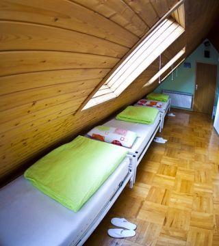Krevet za 1 osobu u šesterokrevetnoj spavaonici