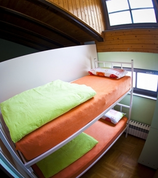 One single bed in a 2 person room